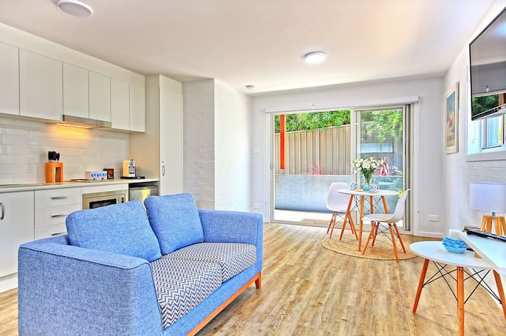 Private Patio c/w BBQ |  3 min Walk to Beach - Huskisson - Apartemen
