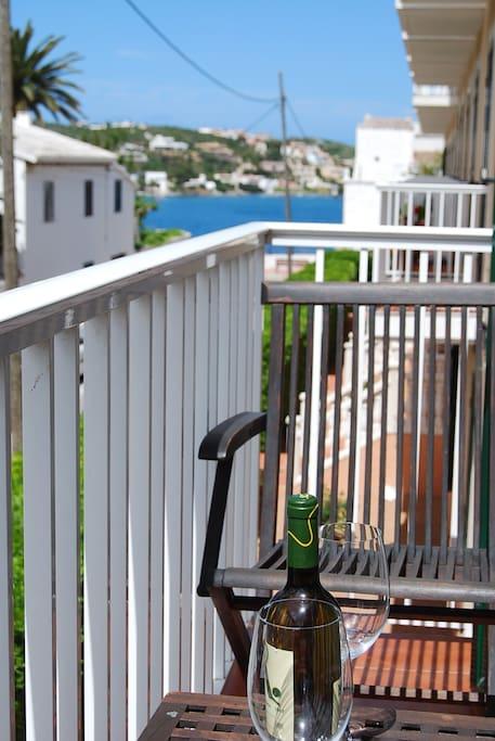 Balcón en el que podrás pasar agradables momentos frente al mar