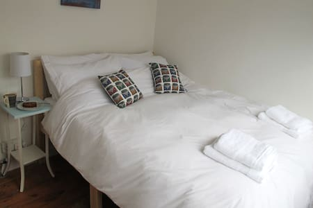 Double room in St Ives. - House
