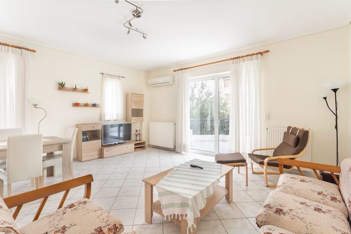 Sunny apartment in Neo Iraklio!