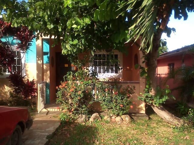 Aventuras en Panama - Pedasí - Dům