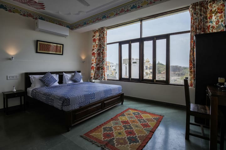 Mountain View Suite - Central Location/AC/WiFi