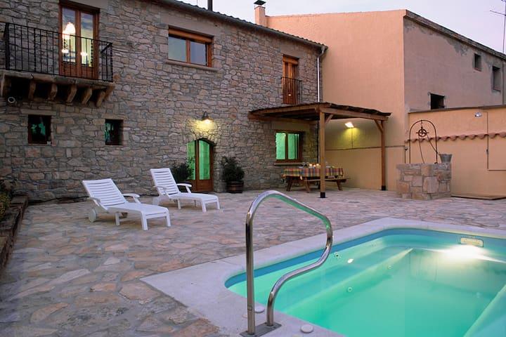 Modern herenhuis in Guimerà Spanje met privézwembad