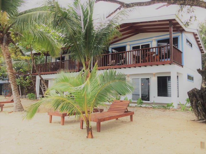 Flip Flop Palace #1 Upper Suite Beach, Balcony!