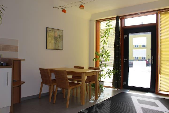 Schöne, helle Ferienwohnung/Apartment - Zittau - Apartemen