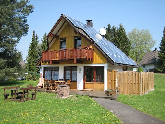 Ferienhaus mit eigenem Pool & Kajaks an Badesee - Frielendorf - Huis