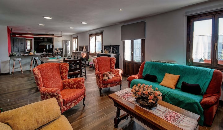 House with 5 bedrooms in Baráibar, with wonderful mountain view, furnished garden and WiFi