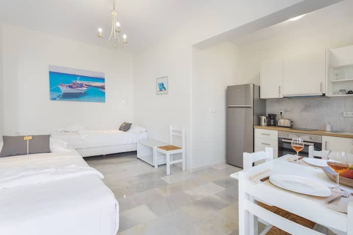Heart of Paros Apartments - Aegean Apartment