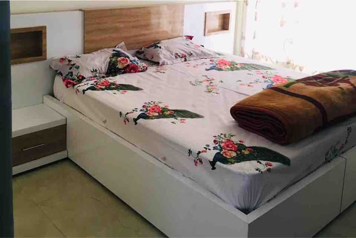 2bhk at low price --- expo mart greater noida