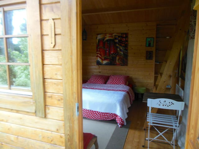 Cute wood cottage near lake & ocean - Vielle-Saint-Girons - Chatka w górach