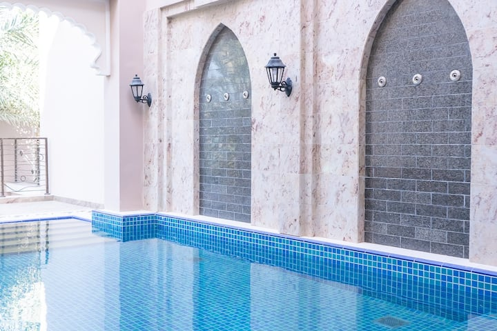 Luxury 5 BR Villa with private pool! Palm Jumeirah
