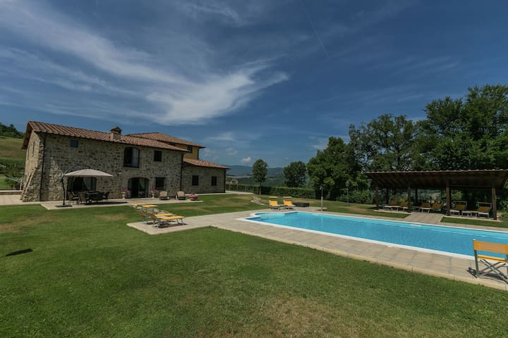 Beautiful Mansion in Poppi with Pool
