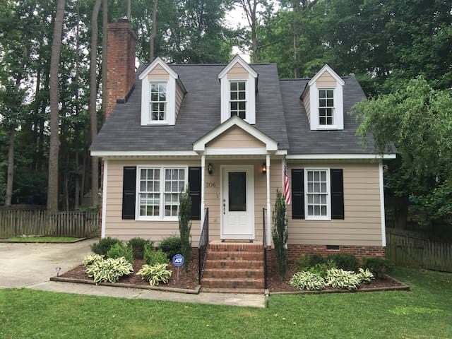 Two rooms in beautiful Cape Code style home - Knightdale - Huis