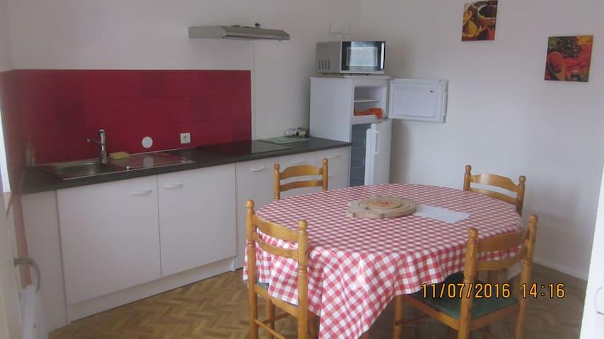 appart etape à dannemarie sur crete - Dannemarie-sur-Crête - Apartment