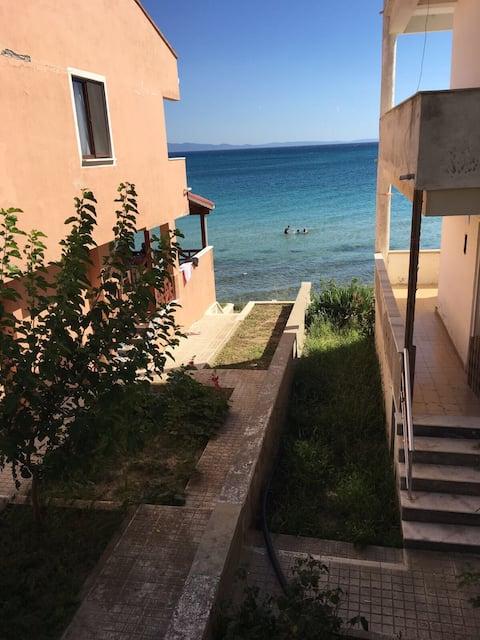 Beachfront mid-floor summer house
