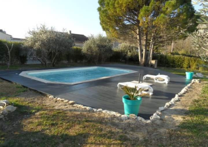Apartment with 3 bedrooms in Noves, with wonderful mountain view, shared pool, enclosed garden