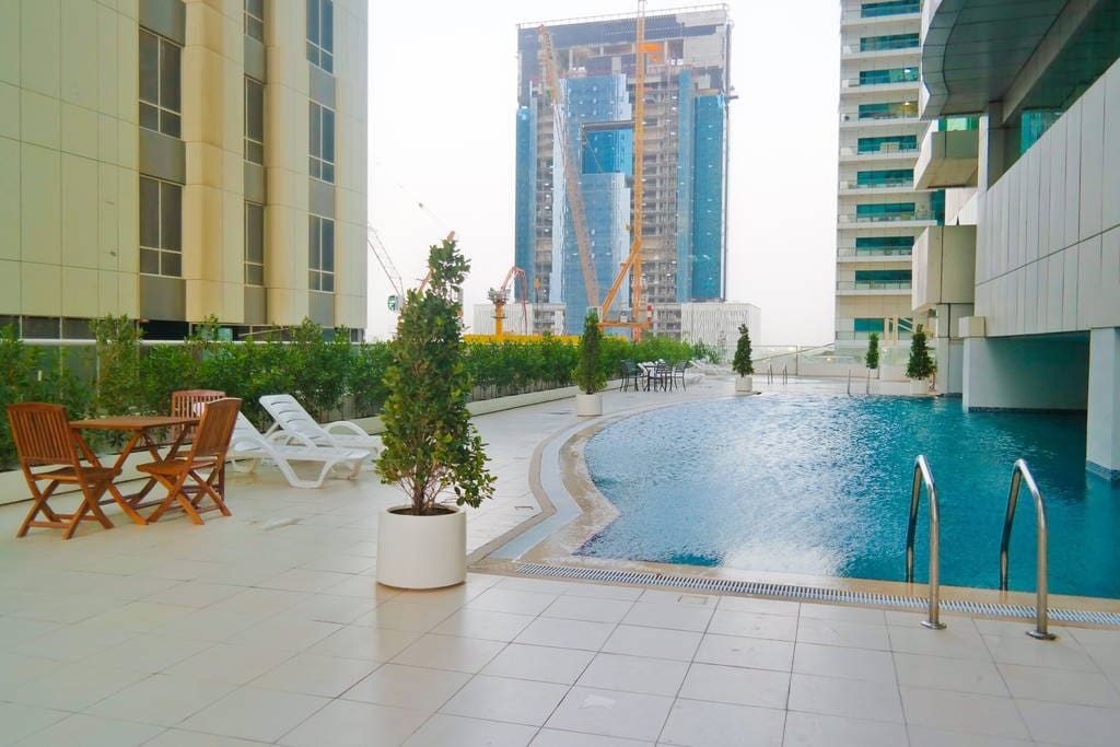 Free access to the outdoor pool