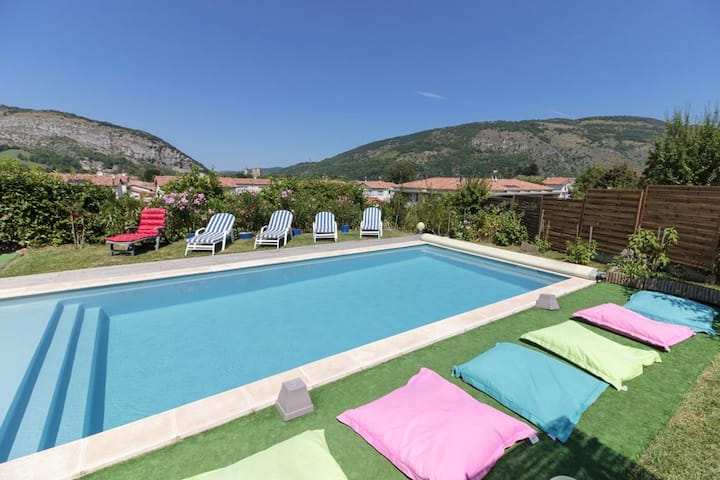 Villa with 4 bedrooms in Foix, with wonderful mountain view, private pool, enclosed garden