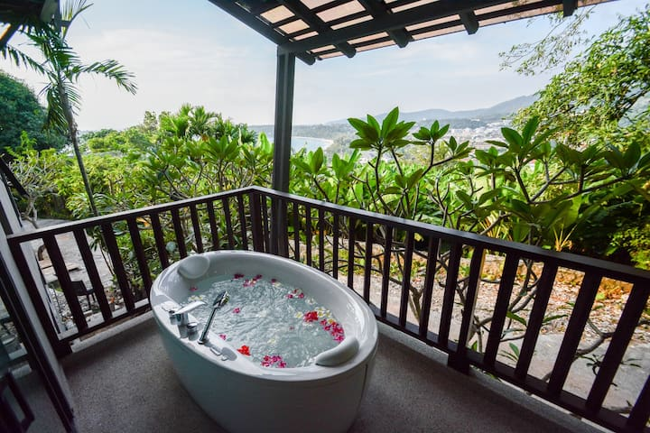 Outdoor Jacuzzi with Seaview