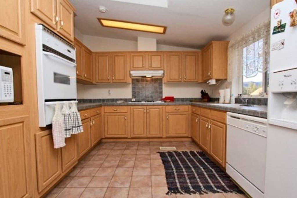 Large, fully equipped Kitchen