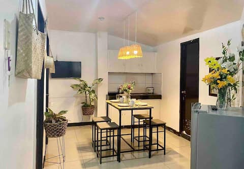 ⭐️ FRESH 2 bedroom w/ NETFLIX near airport with ⭐️