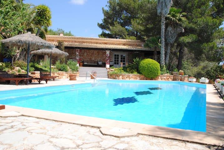Poolhaus Mallorca mit Wohnbereich, Bad und WC - S'Alqueria Blanca