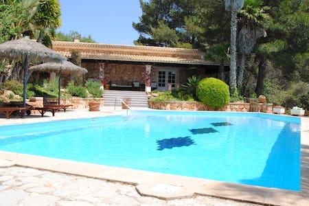 Poolhaus Mallorca mit Wohnbereich, Bad und WC - S'Alqueria Blanca - Bungalow