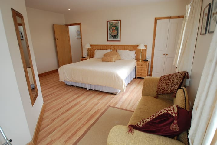 Aaranmore Lodge Large Superking or Twin Room - Portrush - Bed & Breakfast