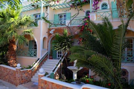 Traditional room with romantic pool view! - Kamari - Wikt i opierunek