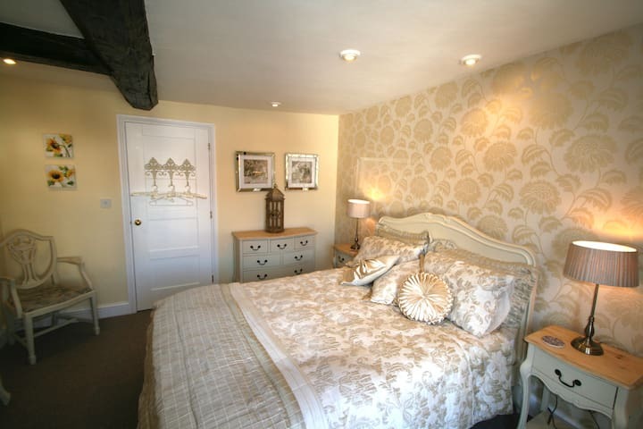 The Yellow Room with ensuite - Feltwell - Bed & Breakfast