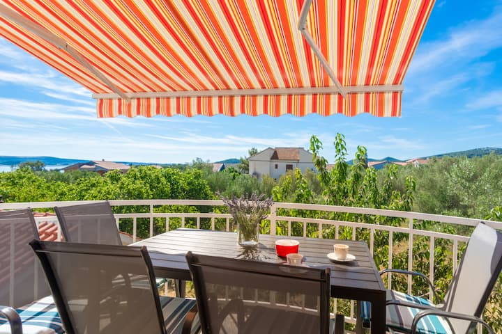 Nives- Two Bedroom Apartment with Balcony&Sea View