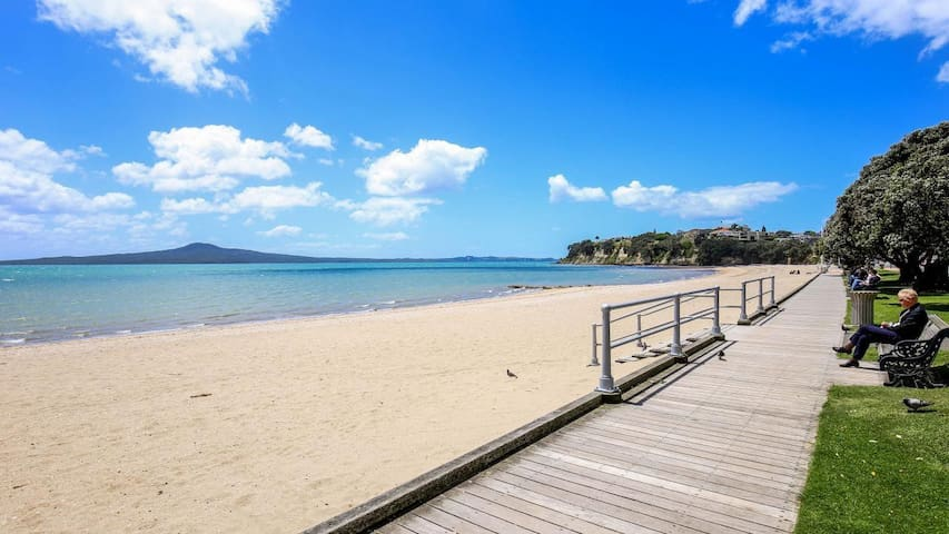 Modern 2 Bedroom Unit - 2 mins walk from the beach - Auckland - Apartment