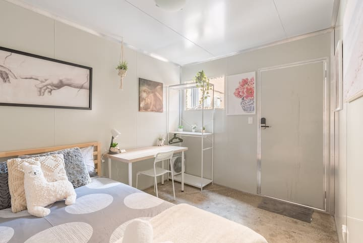 Quiet Private Room in Kingsford near UNSW, Light railway&bus 8
