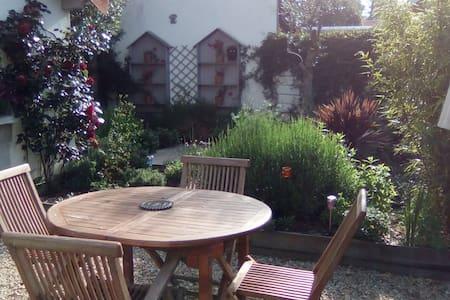Charmante maison avec son jardin fleuri 300m mer - Saint-Brevin-les-Pins - Dom