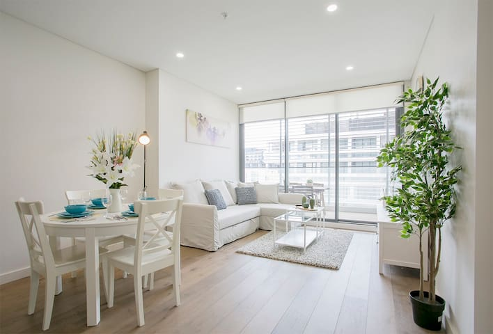 Stylish two bedroom apartment close to CBD