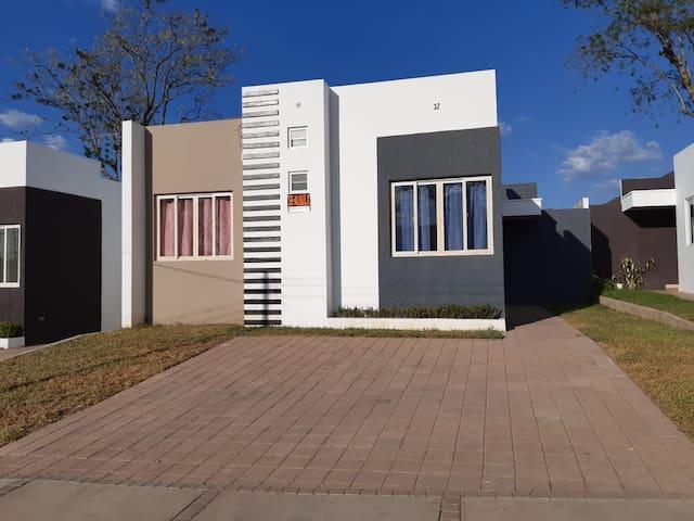 Acogedora Casa en Quinta San Antonio, San Salvador