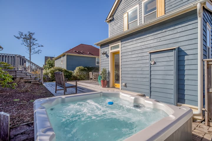Gorgeous Craftsman 3-Bedroom Has Private Deck, Hot Tub & Olivia Beach Amenities!