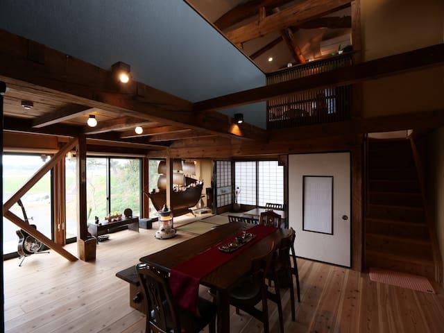 広さ140㎡!古民家の趣と、現代的なデザインが融合した美しい河辺の貸切り別荘。出雲大社は車で9分。