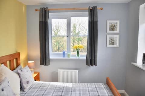 Modern Double Bedroom, Private Bathroom, Breakfast