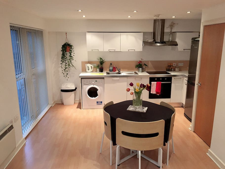 full equipped kitchen with dining table