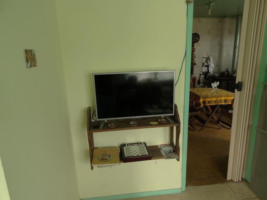 Smart TV na sala, funciona somente com NetFlix