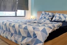 Master bedroom with kingsize bed. View to the city and river. A big wardrobe for your storage