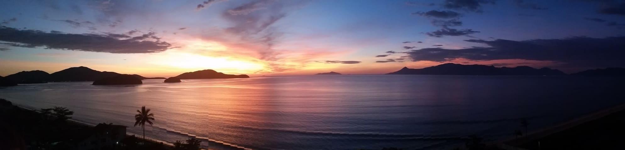 Cobertura frente para o mar com vista espetacular