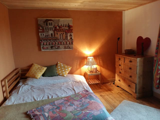 Cosy room in Charming House - breakfast included