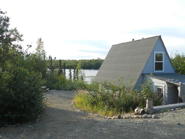 Quiet lakefront getaway dry cabin