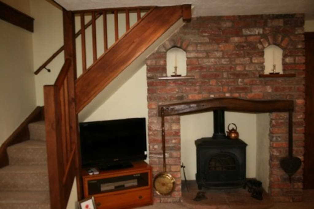 Poppy Cottage, Wood Stove, Self Catering Cottage , Wydon Farm Lakes Cottage Holidays