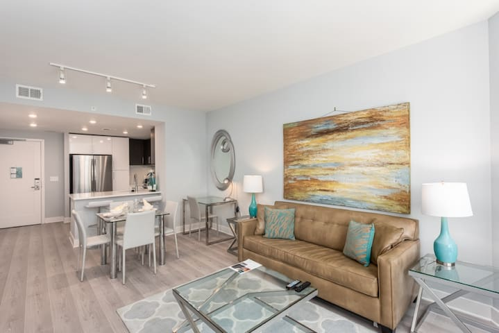 Chic | Downtown Bethesda 1 Bedroom Condo | by GLS