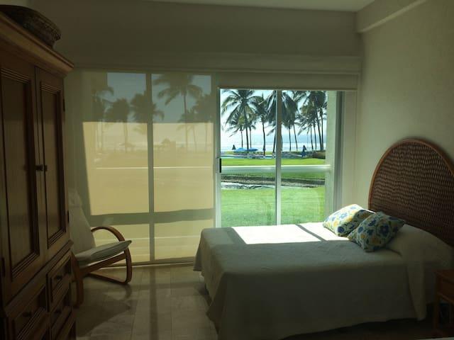 Mayan Island beachfront main level - Acapulco
