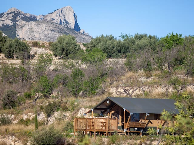 Glamping Safari-tent with mountain and seaview