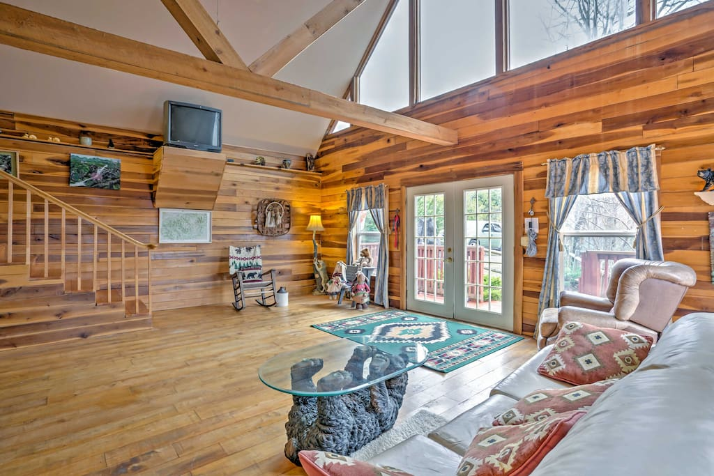 Enter into the living area with vaulted ceilings and plenty of natural light.